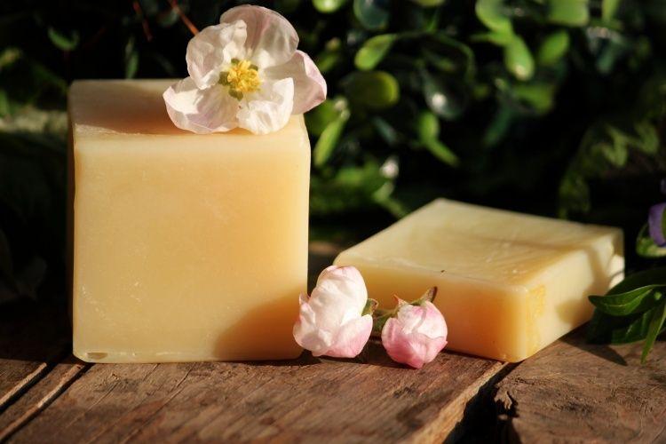 Tuhý mýdlový šampon BLONDÝNKA 50g - přírodní Erdé