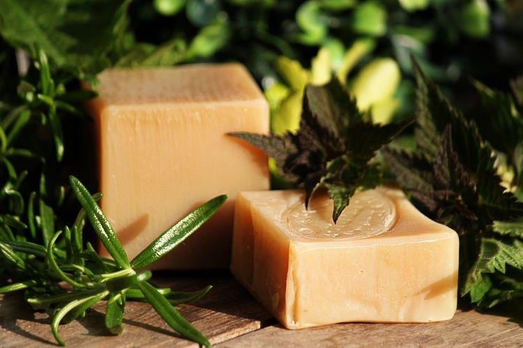 Tuhý mýdlový šampon BRUNETKA 50g - přírodní Erdé