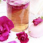 Hydratační balzám na rty s růžovou vodou a bambuckým máslem 4,5g Avon